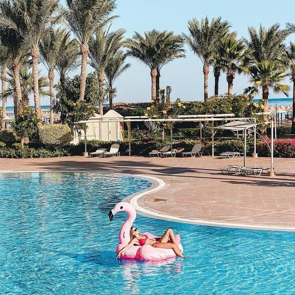 @yakymchuk_ira soaking up the warm sun at @jazmirabeleg #HowYouJaz #SharmElSheikh #RedSea #Pool #Holiday